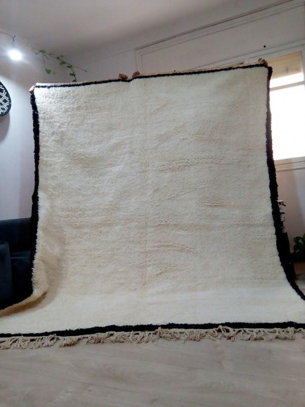 Moroccan Beni Ourain style - Handwoven Rug - Uni ivory carpet with black contour - Wool