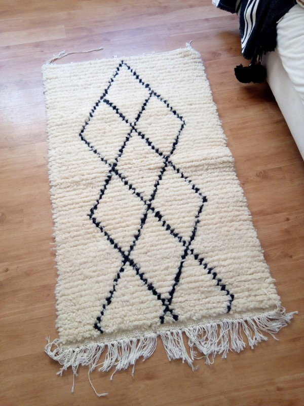 Small beautiful carpet - Beni Ourain Tribal Rug - Shag Pile - Natural Wool - 133 X 77cm