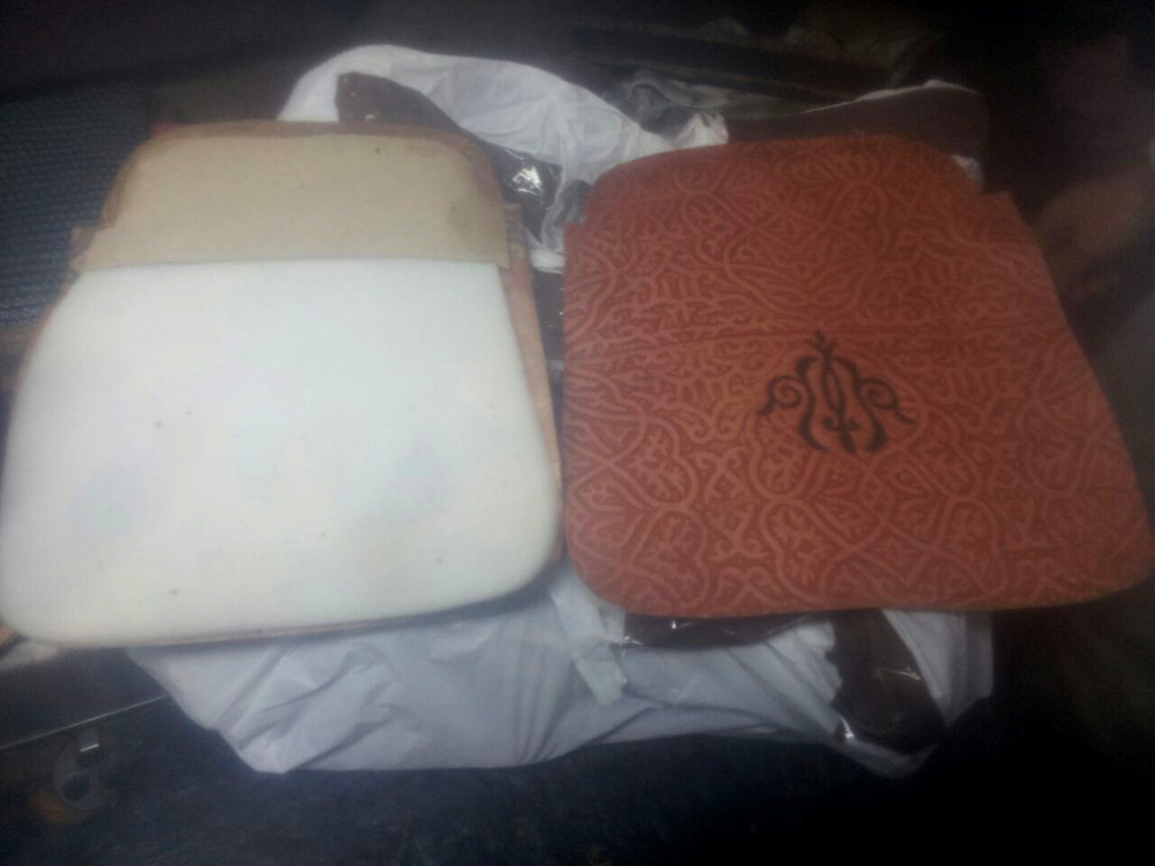 8 - The beginning of manual assembly using natural glue as a basic and industrial secondary Sponge is applied to the skin in some places like back, Cover the non-dyed side of the leather with different dresses