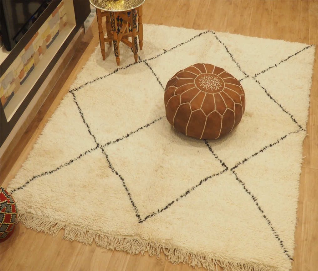 Beautiful Moroccan Rug - Wonderful Moroccan Pouf